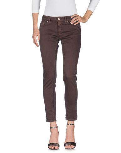 Фото - Джинсовые брюки темно-коричневого цвета