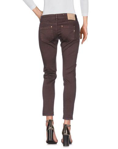 Фото 2 - Джинсовые брюки темно-коричневого цвета