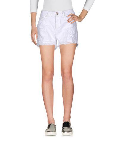 Фото - Джинсовые шорты белого цвета