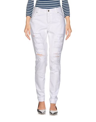 Фото - Джинсовые брюки от TWINSET белого цвета