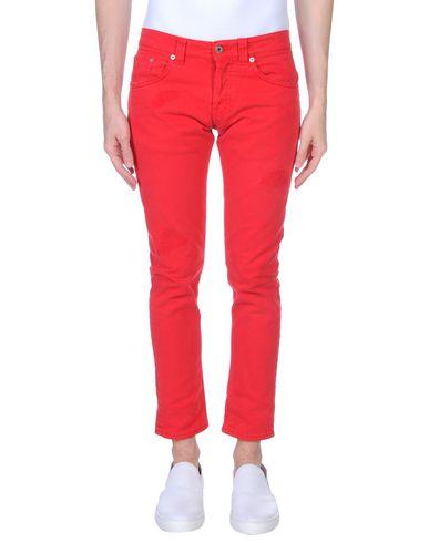 Фото - Джинсовые брюки красного цвета