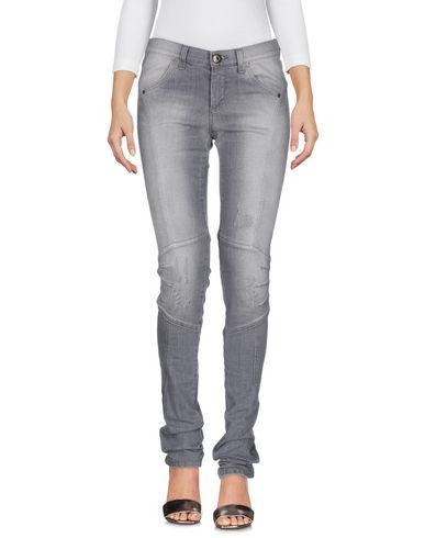 Фото - Джинсовые брюки от ERMANNO DI ERMANNO SCERVINO серого цвета