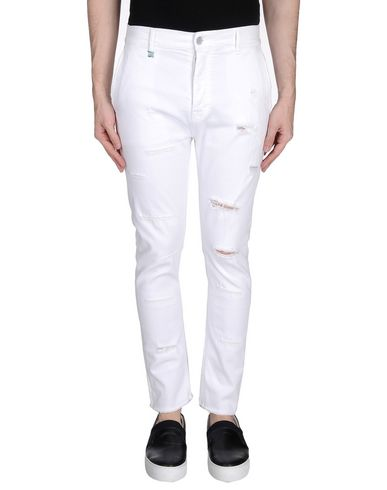 Фото - Джинсовые брюки от DANIELE ALESSANDRINI HOMME белого цвета