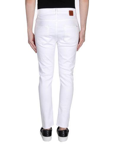Фото 2 - Джинсовые брюки от DANIELE ALESSANDRINI HOMME белого цвета