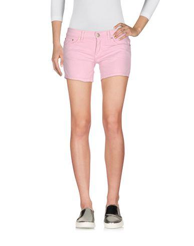 Фото - Джинсовые шорты розового цвета