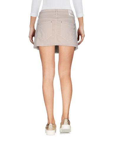 Фото 2 - Джинсовая юбка бежевого цвета