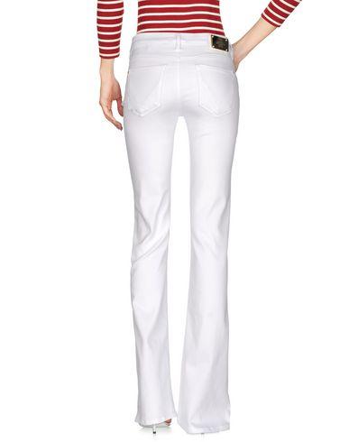 Фото 2 - Джинсовые брюки от VDP COLLECTION белого цвета