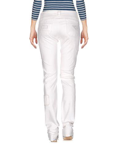 Фото 2 - Джинсовые брюки от CARLO CHIONNA белого цвета