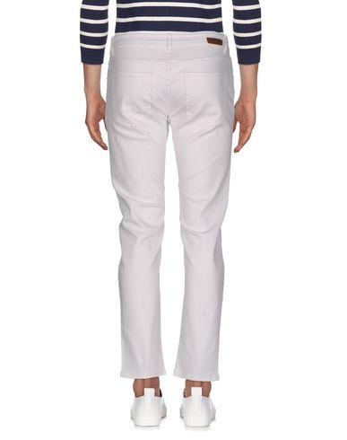 Фото 2 - Джинсовые брюки от MARKUP белого цвета