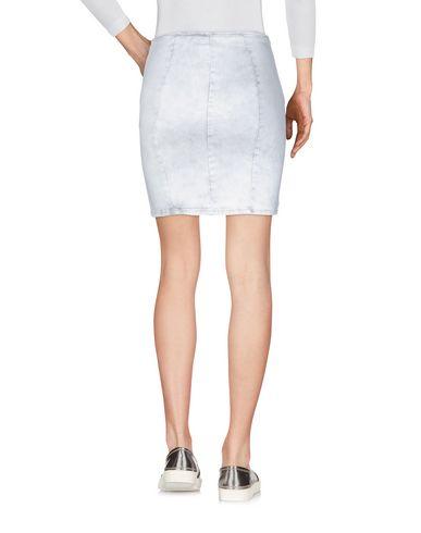 Фото 2 - Джинсовая юбка светло-серого цвета