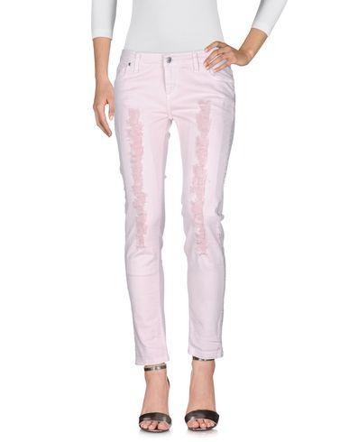 Фото - Джинсовые брюки от SUERTE розового цвета