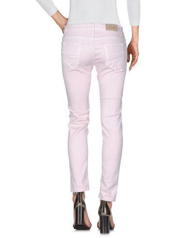 Фото 2 - Джинсовые брюки от SUERTE розового цвета