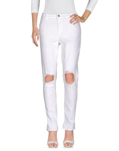 Фото - Джинсовые брюки от FRAME белого цвета