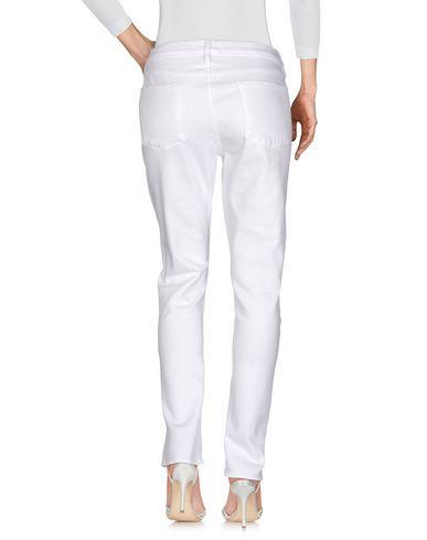 Фото 2 - Джинсовые брюки от FRAME белого цвета