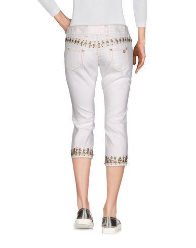 Фото 2 - Джинсовые брюки-капри белого цвета