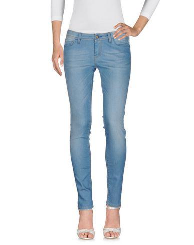 Фото - Джинсовые брюки от RE-HASH синего цвета