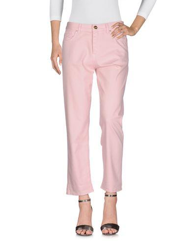 Фото - Джинсовые брюки розового цвета