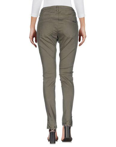 Фото 2 - Джинсовые брюки цвет зеленый-милитари