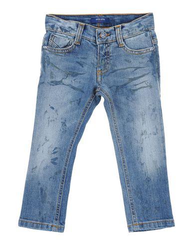 Фото - Джинсовые брюки от ENTRE AMIS GARÇON синего цвета