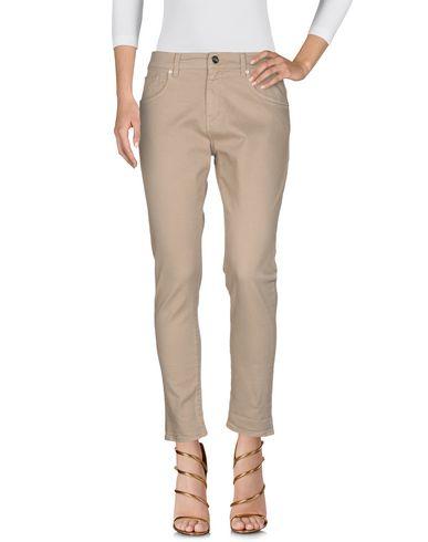 Фото 2 - Джинсовые брюки бежевого цвета