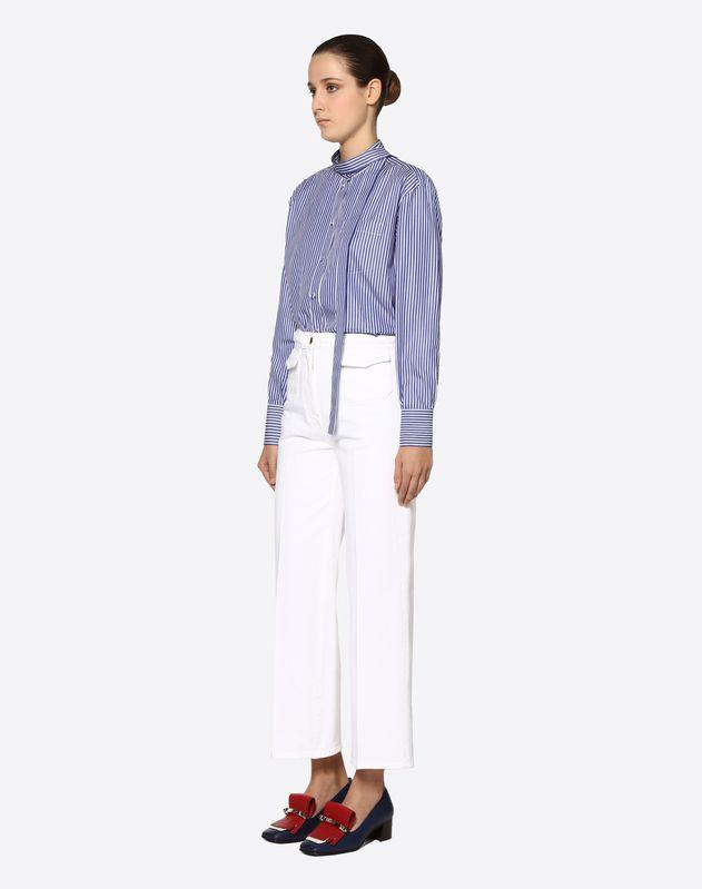 Weiße Jeans mit Flechtgürtel