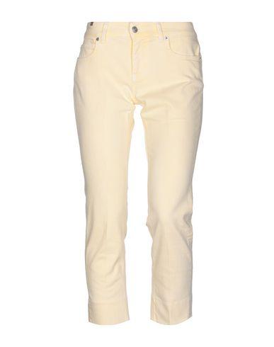Фото - Джинсовые брюки-капри от ATELIER NOTIFY светло-желтого цвета
