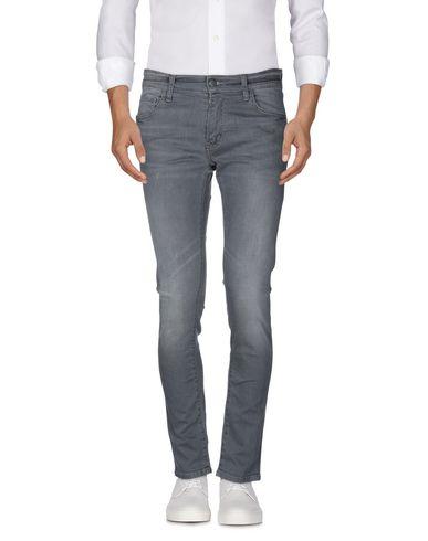 Фото 2 - Джинсовые брюки от CARHARTT серого цвета