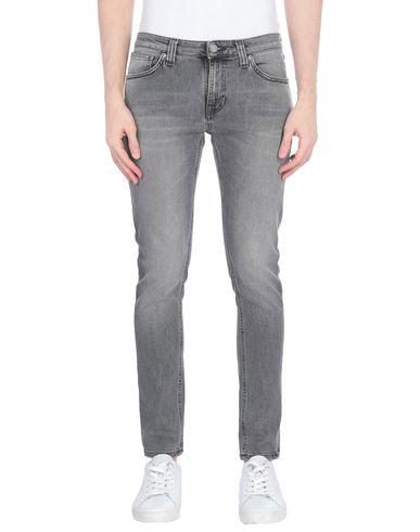 Фото - Джинсовые брюки от NUDIE JEANS CO серого цвета