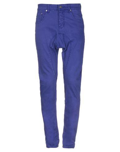 Фото - Джинсовые брюки темно-фиолетового цвета