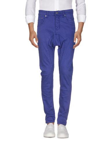 Фото 2 - Джинсовые брюки темно-фиолетового цвета
