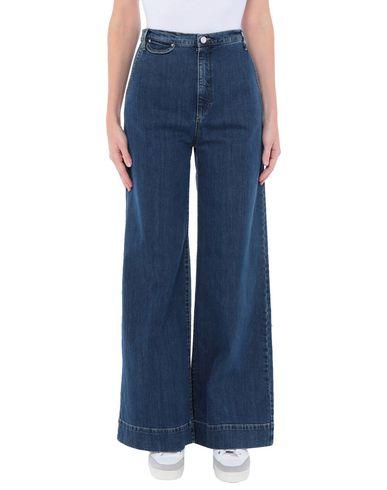 Фото - Джинсовые брюки от KATHARINE HAMNETT LONDON синего цвета