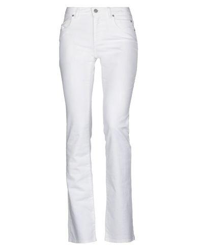 Фото - Джинсовые брюки от SIVIGLIA белого цвета