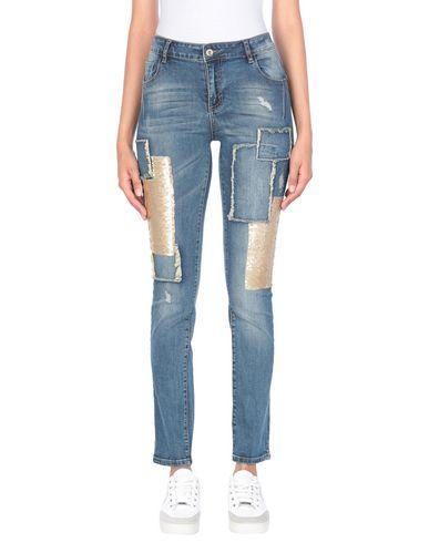 Фото - Джинсовые брюки от SWEET SECRETS синего цвета