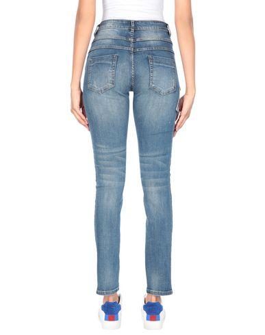 Фото 2 - Джинсовые брюки от SWEET SECRETS синего цвета