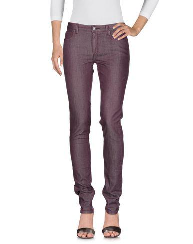 Фото 2 - Джинсовые брюки розовато-лилового цвета