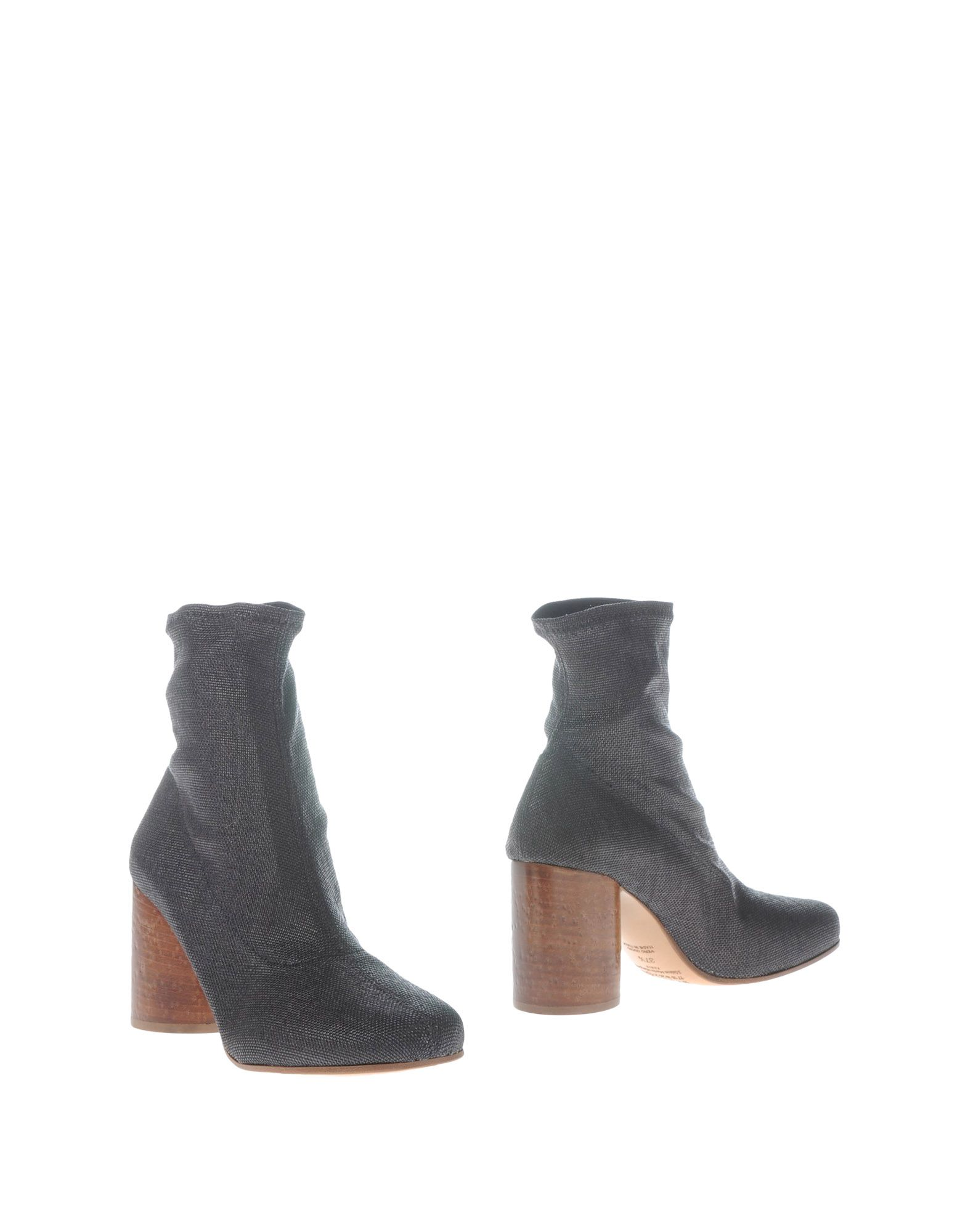 цена  MAISON MARGIELA Полусапоги и высокие ботинки  онлайн в 2017 году
