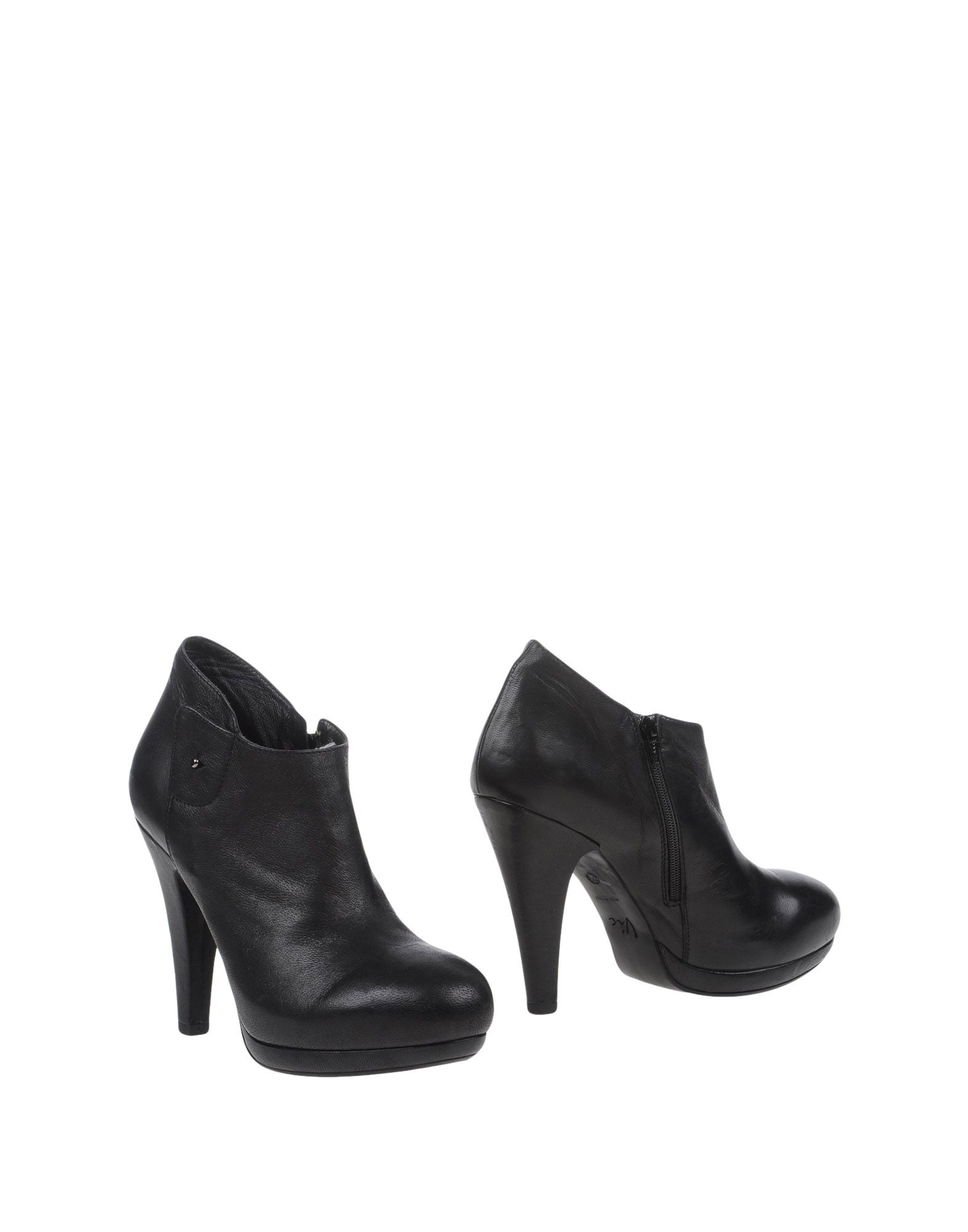 VIC Ankle Boot in Black