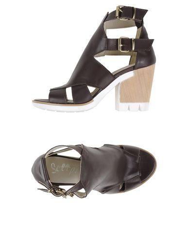 Фото - Женские сандали SCOOP! темно-коричневого цвета