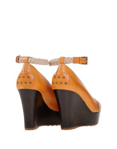 Фото 2 - Женские туфли  оранжевого цвета