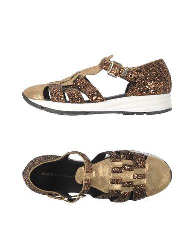 Фото - Женские сандали  бронзового цвета