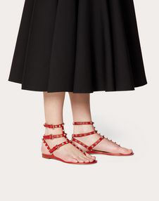 Rockstud 小牛皮低跟夹趾凉鞋