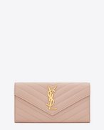 SAINT LAURENT Monogram Matelassé D Portafogli MONOGRAM SAINT LAURENT con patta color blush chiaro in pelle matelassé a texture grain de poudre f
