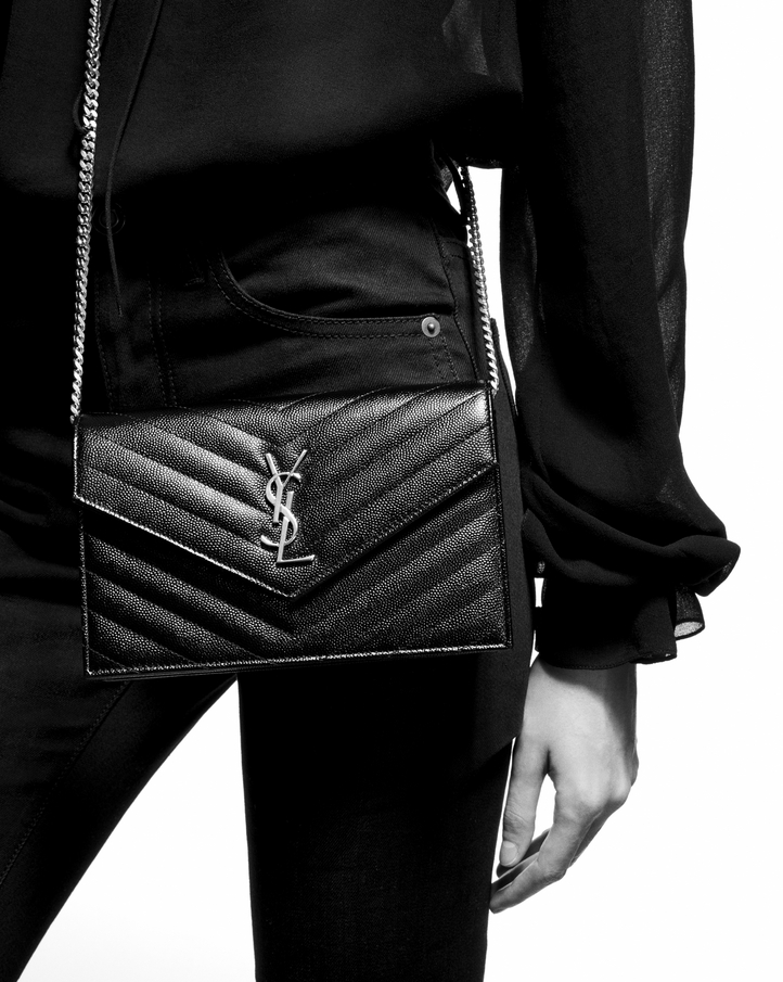 5e7cb27364e Zoom  envelope chain wallet in grain de poudre embossed leather, View with  model 2