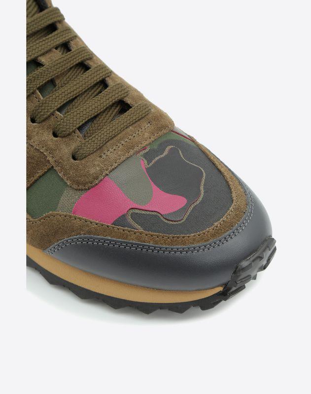 Кроссовки с камуфляжным мотивом