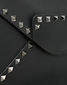 MEDIUM ROCKSTUD UNTITLED NOIR CLUTCH