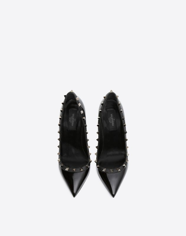 Rockstud Noir patent leather pump