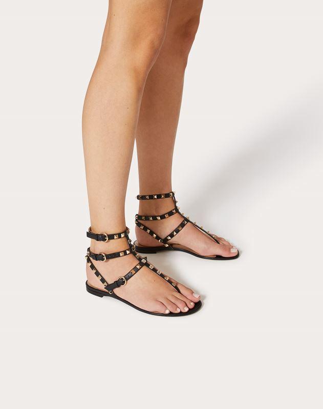 Sandalias planas de dedo Rockstud de piel de becerro