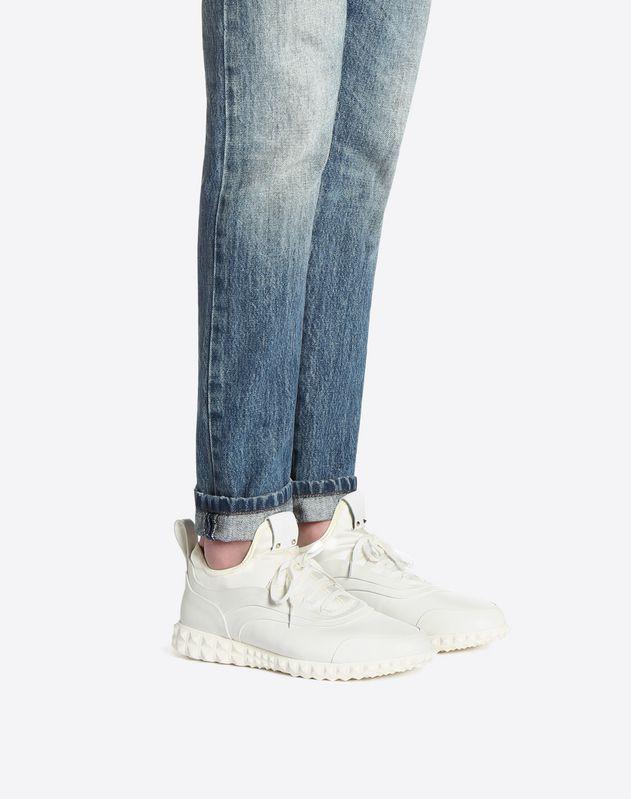 Sneaker con Dettaglio Borchie