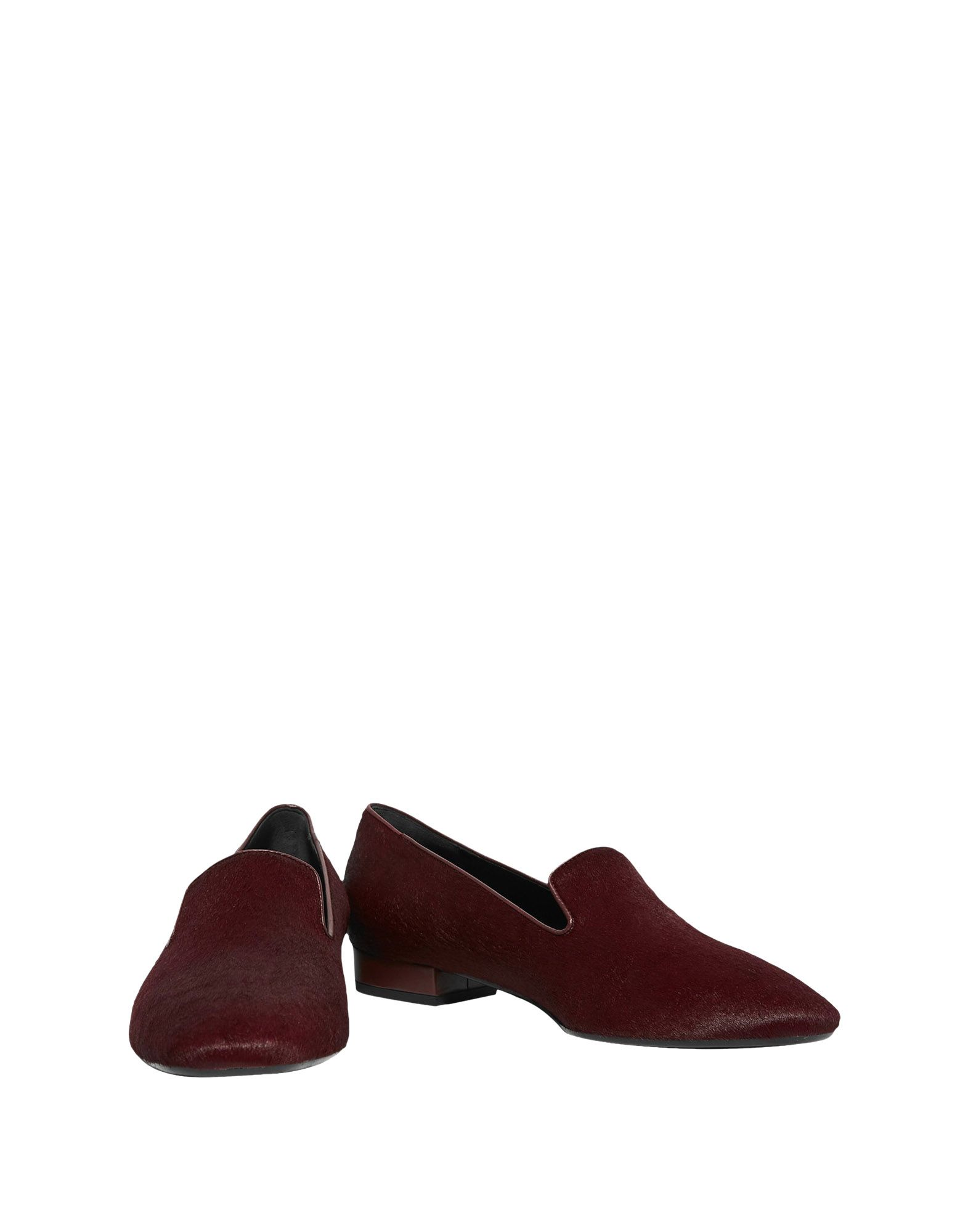 Loafers in Maroon