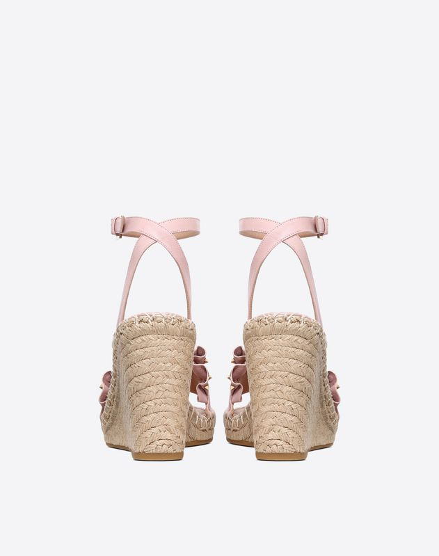 Ruffle Wedge